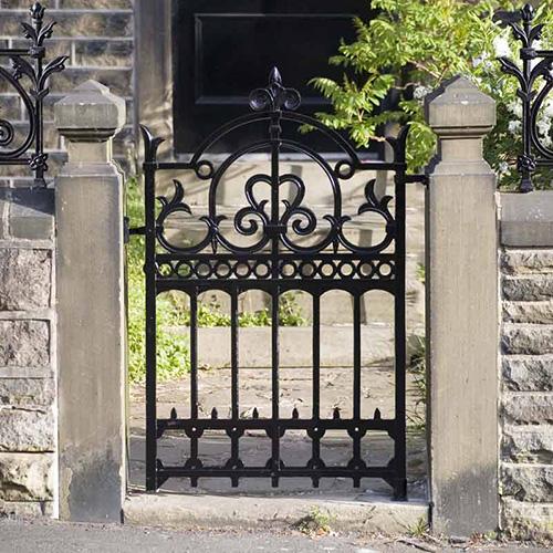 Картинки по запросу Кованые заборы и ворота - это хороший выбор?