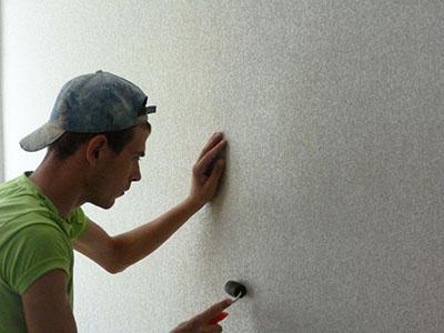 Как клеить флизелиновые обои для стен?